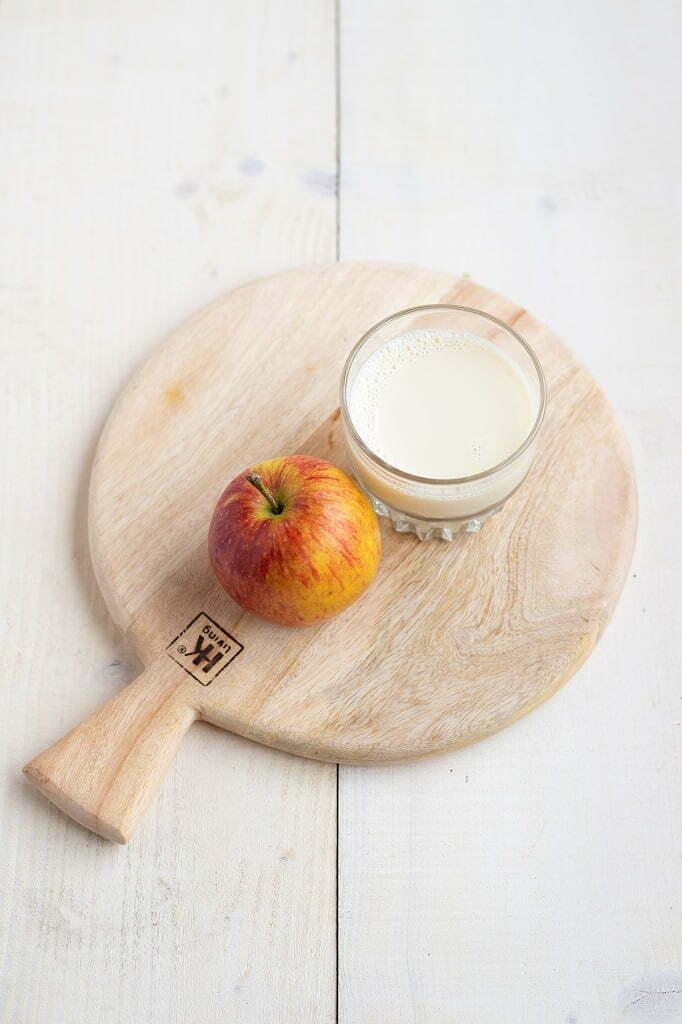 Slinc. tussendoortje melk en een appel